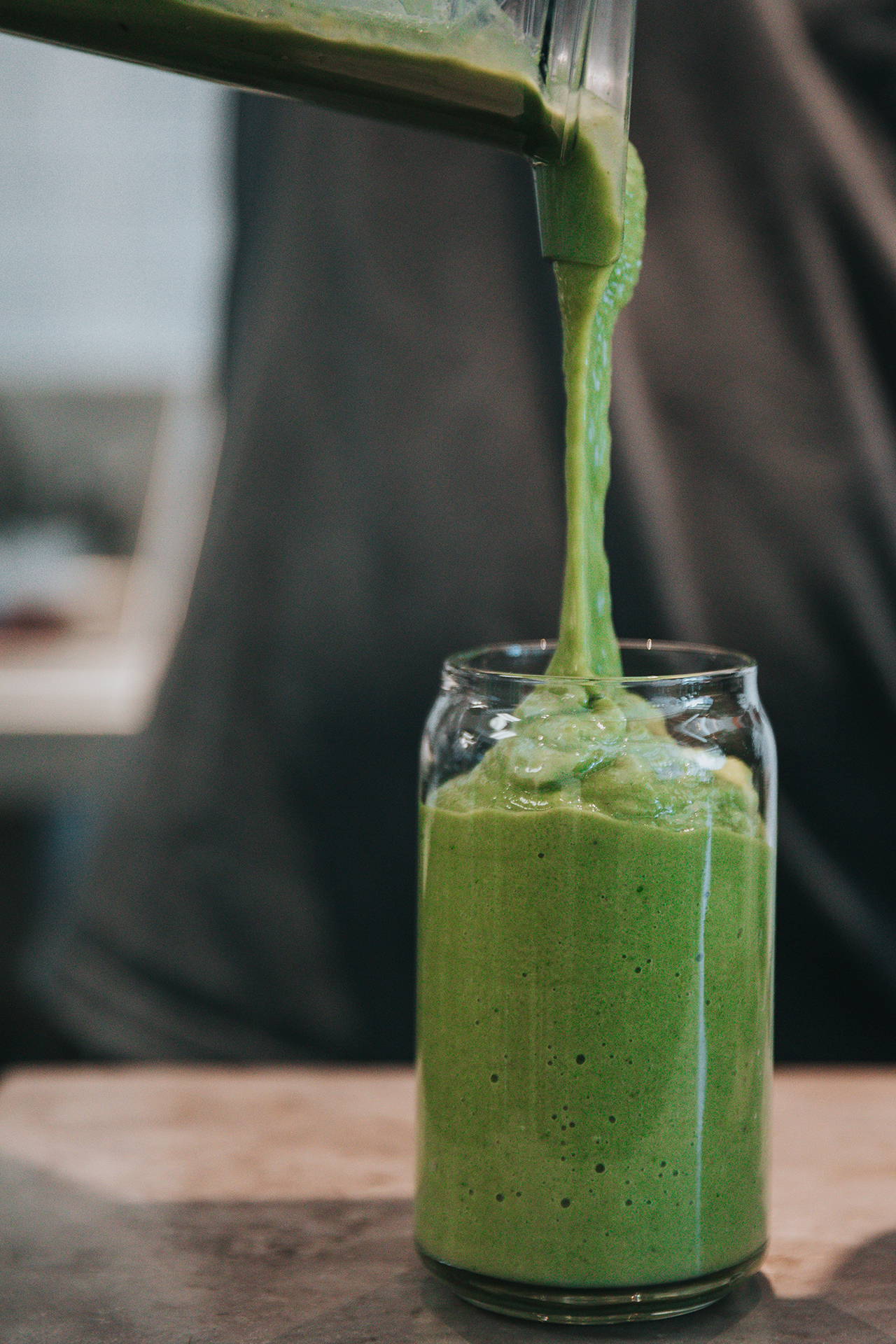Green sunshine smoothie recipe from Rosette Fair Trade (pouring)